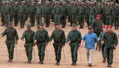 """CHÁVEZ ANUNCIA CAMBIOS EN MANDO MILITAR EN EL CAMINO DE LA """"REVO"""